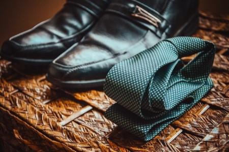 Jak osiągnąć efekt lśniących nosków w butach do garnituru?