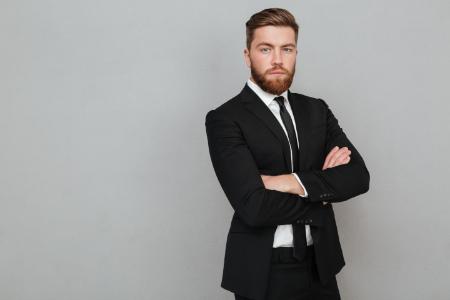 Czy każdy mężczyzna powinien posiadać w swojej szafie garnitur?